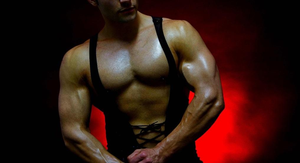 MuscleBigGay69 muscular hunk